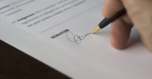 Picture of signing a contract blog Resolve Business Disputes